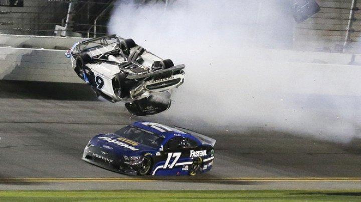 Cea de-a 18-a etapă a actualei ediţii de campionat în circuitul NASCAR, marcată de accidente