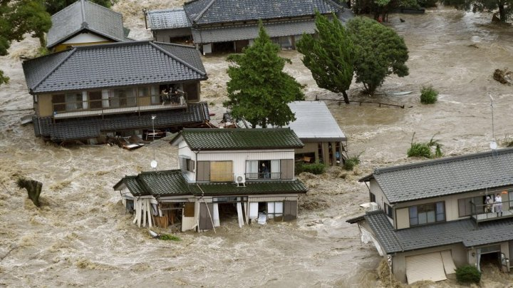Inundaţii în Japonia. Cel puţin 55 de morţi şi precipitaţii record