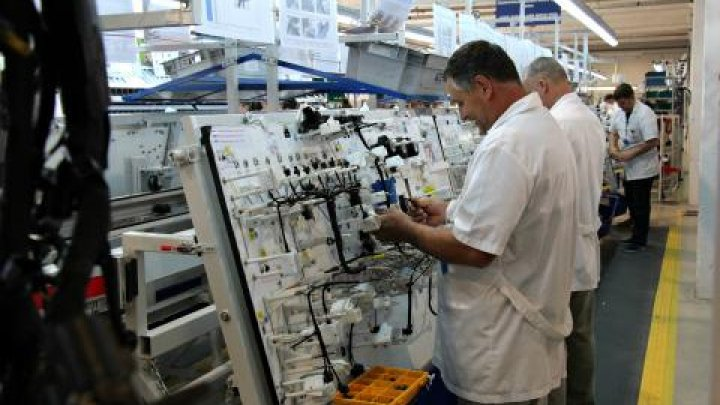 Peste 18 mii de moldoveni, angajaţi în Zonele Economice Libere din ţară. Ce salarii primesc
