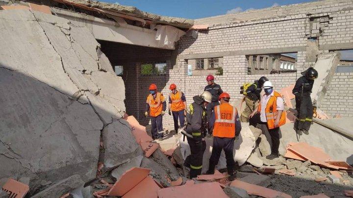 Trei persoane au murit, iar una se află în stare gravă la spital, după ce un centru comercial din Rusia s-a prăbușit