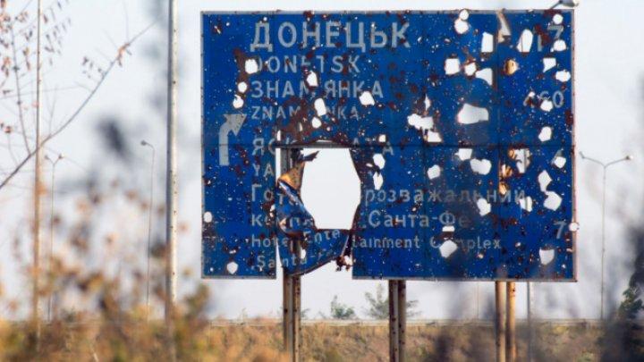 Rusia trimite vehicule blindate şi peste 20 de camioane de muniţii în Donbas