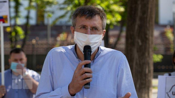 """PROTEST la Parlament. """"UNIREA"""": Deputaţii nu mai sunt reprezentanţi ai poporului, sunt strict unelte în mâna unor grupări criminale"""