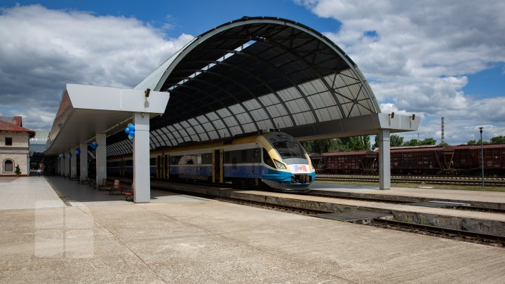 Cele 12 locomotive noi, pe care Republica Moldova le-a cumpărat acum 2 ani, au ajuns pe peronul Gării Feroviare din Chișinău (FOTOREPORT)
