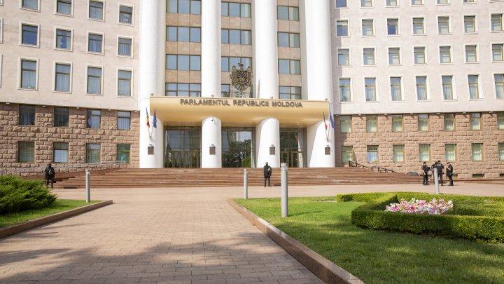 Deputaţii Platformei DA au iniţiat procedura de convocare a sesiunii extraordinare a Legislativului