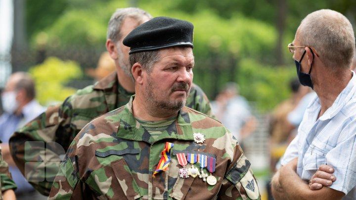 Veteranii războiului de pe Nistru, SUPĂRAŢI pe guvernare. FOTOREPORT de la protestul din faţa Parlamentului
