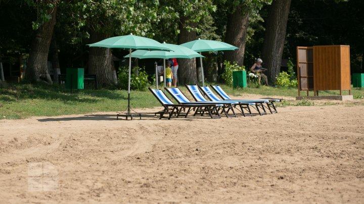 Cât ne costă o zi de odihnă pe plaja de la Vadul lui Vodă (FOTOREPORT)
