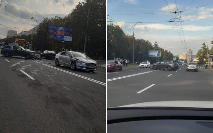 ACCIDENT în sectorul Botanica al Capitalei. Două maşini s-au lovit violent (VIDEO/FOTO)