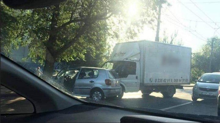 Accident pe strada Gheorghe Asachi din Capitală. Trei automobile, avariate