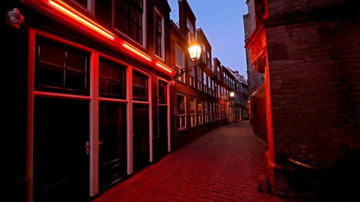 Bordelurile din Amsterdam se redeschid, dar cu noi reguli. Ce le este interzis clienților să facă