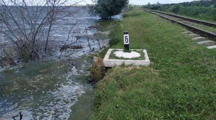 Apa din râul Prut s-a ridicat la cote alarmante în satul Crihana Veche