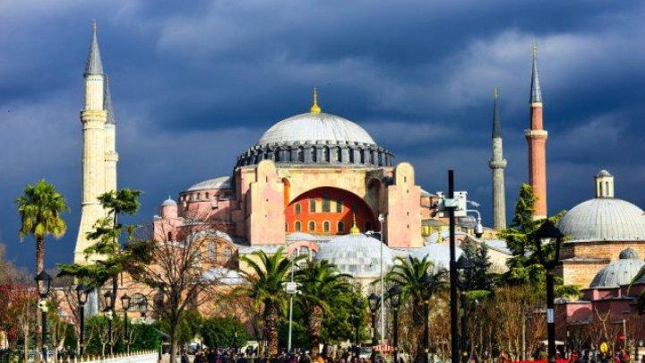 Catedrala Sfânta Sofia din Istanbul va redeveni de astăzi moschee