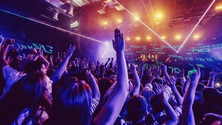 Bulgaria redeschide cluburile de noapte