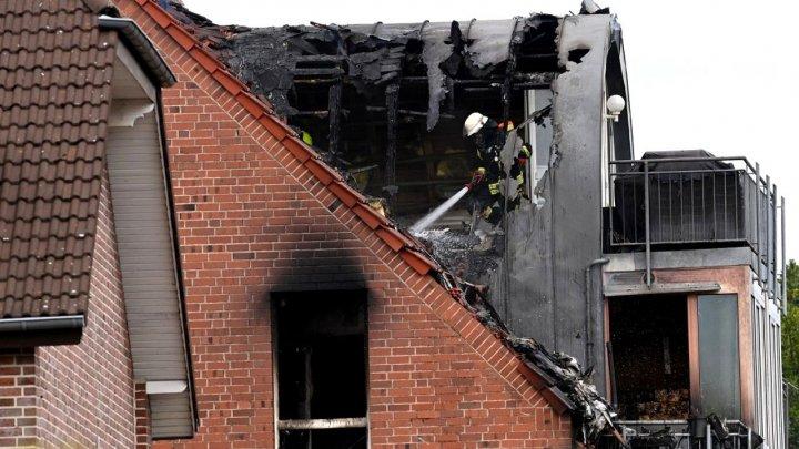 Un avion s-a prăbuşit pe o clădire rezidenţială din Germania. Trei oameni au murit