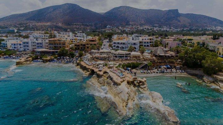 O româncă, primul turist diagnosticat cu COVID-19 în Creta