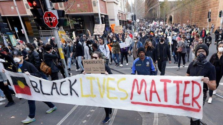 """Mii de  protestatari s-au adunat în întreaga Australie în sprijinul mişcării """"Black Lives Matter"""""""