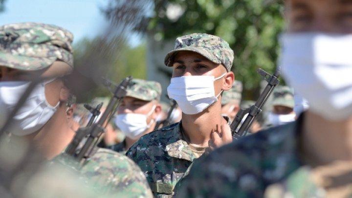 Părinții și rudele tinerilor înrolați recent în Armata Națională sunt rugaţi să stea acasă şi să aştepte apelul telefonic de la copiii lor