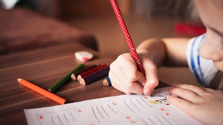 Studiu: La copii nu există diferenţe clare între simptomele date de gripă şi cele date de COVID-19