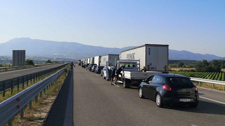Cozi de kilometri la singurul punct deschis de trecere a frontierei din Bulgaria și Grecia