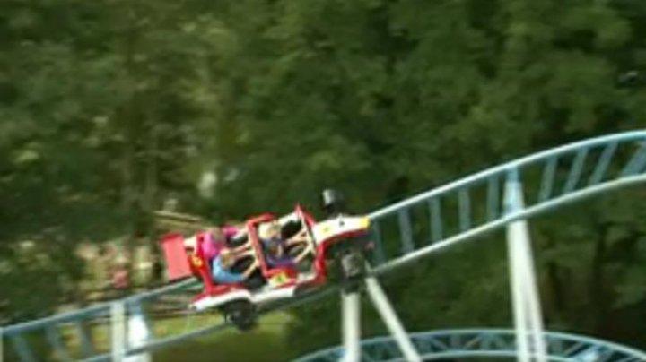 O femeie a murit după ce a căzut dintr-un rollercoaster aflat într-un parc de distracții din Franța