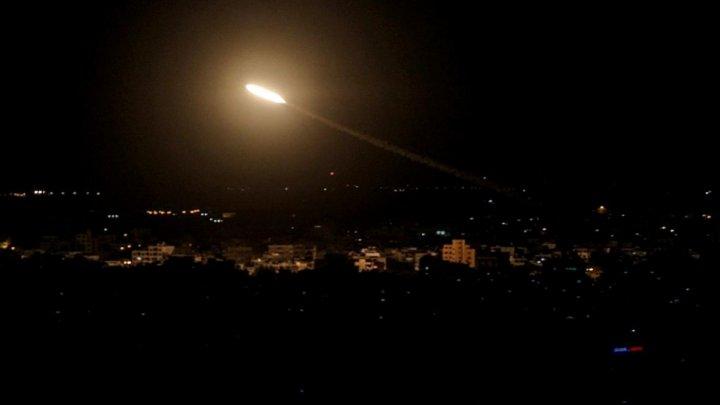 Atacuri cu rachete, atribuite Israelului, asupra unor poziții militare de la periferia Damascului. Sunt răniţi