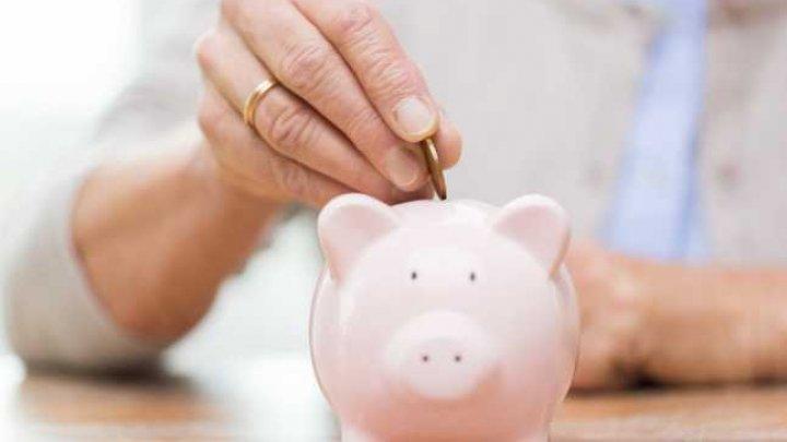 Deputaţii au adoptat în prima lectură legea privind pensiile facultative