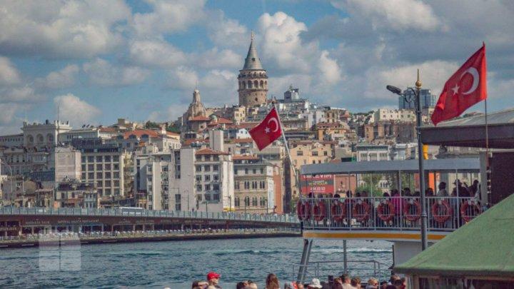 Turcia introduce restricţii de deplasare în weekend şi pe timp de noapte în restul săptămânii