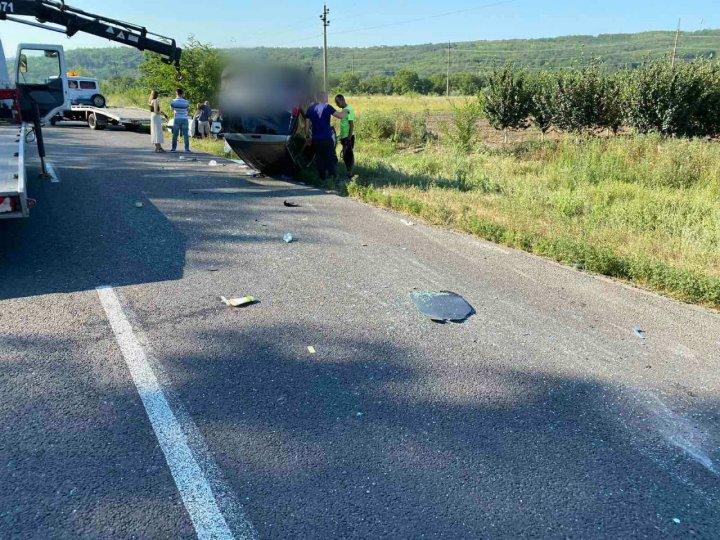 UPDATE: Accident terifiant la Cojuşna. Două maşini au ajuns în şanţ, dintre care una s-a răsturnat (FOTO/VIDEO)