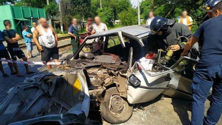 Un autoturism de marcă ucrainenaă, făcut zob de un tramvai în Odesa. Cum a fost posibil