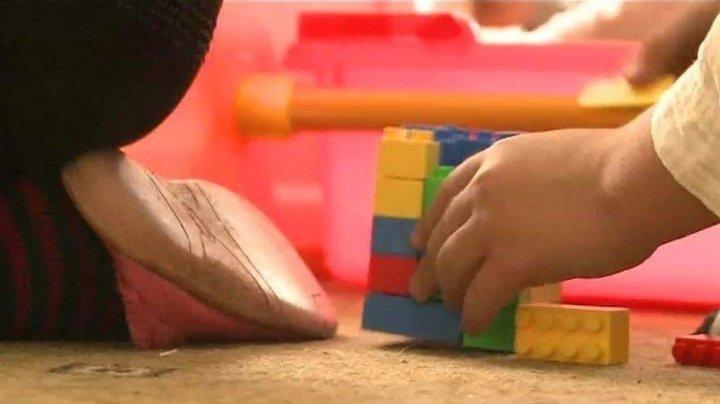Copiii femeii care şi-a abandonat bebeluşul în vie au fost plasaţi într-o familie de asistenţi parentali