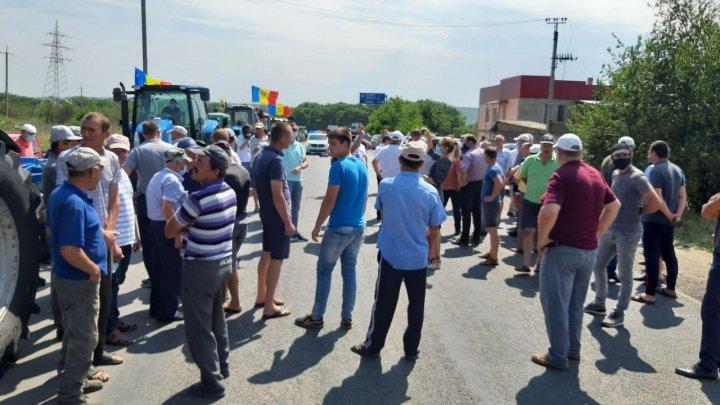 Protestul agricultorilor S-A ÎNCHEIAT după ce au primit mai multe PROMISIUNI de la ministrul Agriculturii