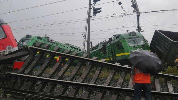 Grav accident feroviar la Sankt Petersburg. Сalea ferată a fost scoasă din pământ ca o panglică (VIDEO)