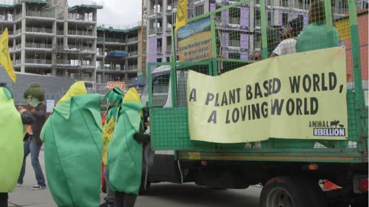 Protest cu tractoare la Londra. Agricultorii, nemulţumiţi că autoritățile vor să reducă standardele de calitate pentru importurile de produse alimentare