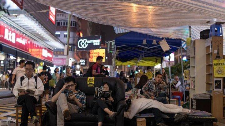 China începe epurarea ideologică în Hong Kong. Cărțile activiștilor pentru democrație, scoase de pe rafturi