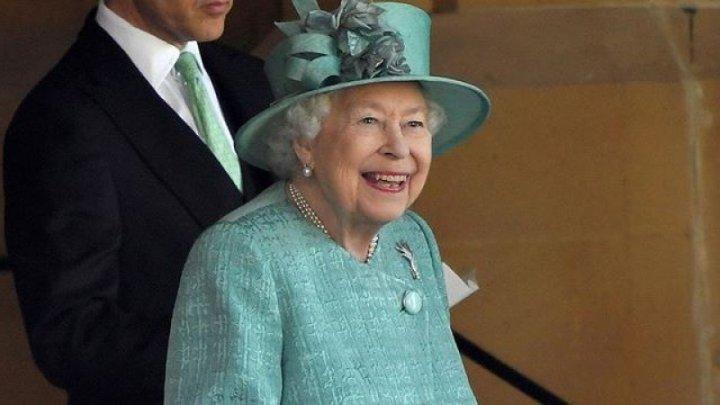 Regina Elisabeta a II-a și-a lansat propria marcă de gin. Cât costă o sticlă