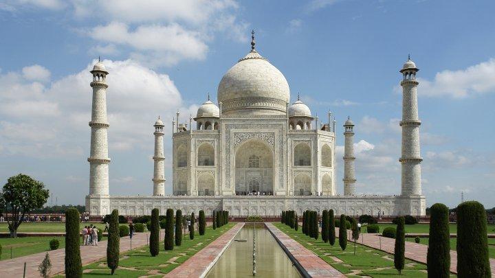 Se redeschide monumentul Taj Mahal, considerat una dintre cele șapte minuni ale lumii moderne