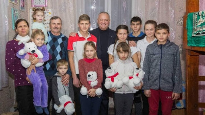 Dar din dar se face Rai! Familia cu 11 copii din Făleşti îşi doreşte o casă nouă, unde să aibă loc cu toţii