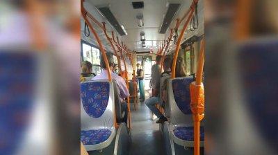 SCANDAL într-un troleibuz din Capitală din cauza unui pasager IRESPONSABIL care nu purta mască (VIDEO)