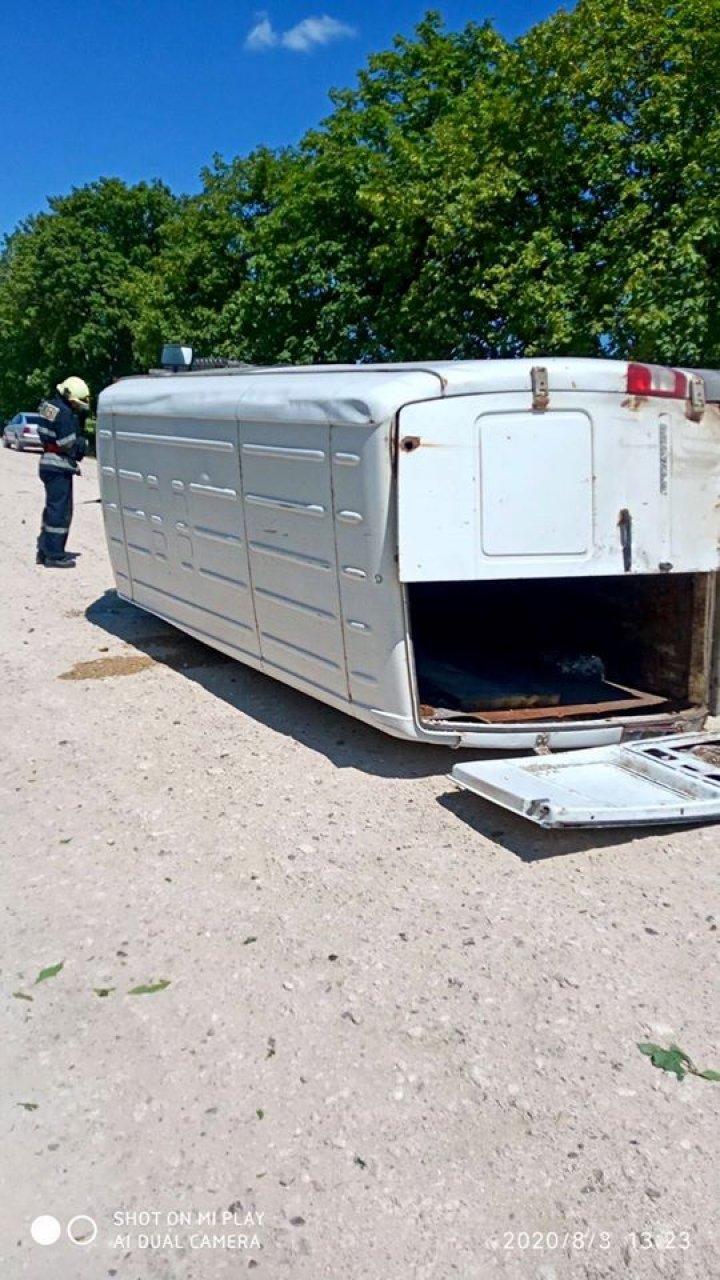Accident grav lângă Sângerei. Un bărbat de 39 de ani a fost transportat la spital (FOTO)