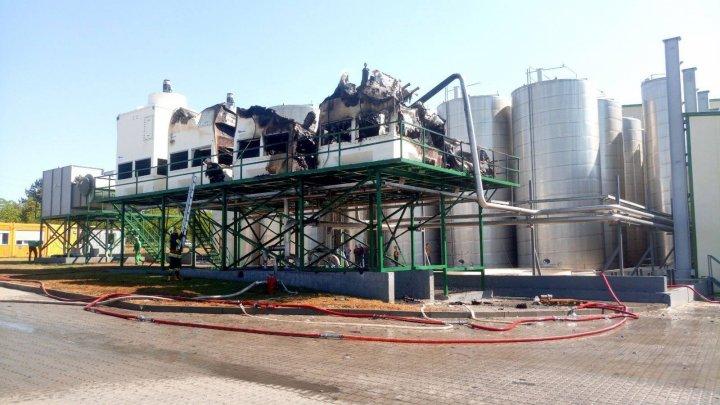 O instalație frigorifică la o fabrică de sucuri din oraşul Edineţ a luat foc (FOTO)