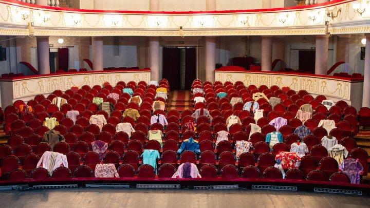 """Mesajul emoționant al artiștilor de la Teatrul Național """"Mihai Eminescu"""": """"Ne e dor să vă vedem, dragii noștri spectatori!"""" (FOTO)"""
