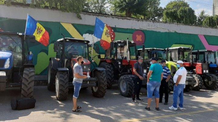 Protestele agricultorilor au luat amploare. În timp ce unii fermieri au ajuns la podul de la Telecentru, alții au fost blocaţi de poliţie