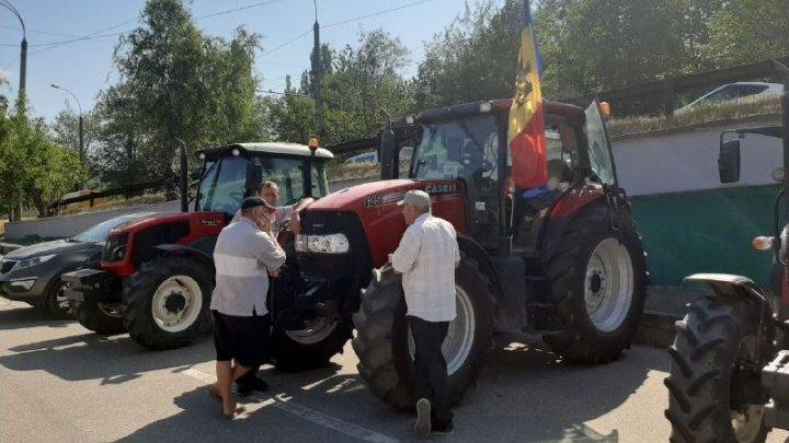 Agricultorii, nemulțumiți de acțiunile Guvernului. Zeci de fermieri protestează în centrul Capitalei