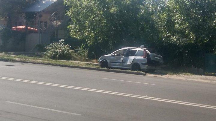 IMPACT VIOLENT pe strada Miorița. O mașină, avariată grav. În zonă s-au format ambuteiaje (FOTO)