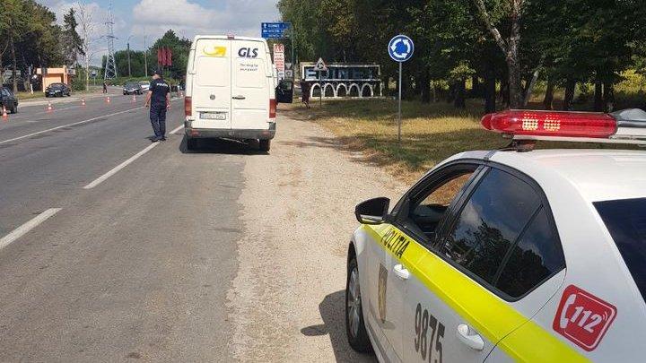 Sute de șoferi, trași pe dreapta la intrarea în raioanele Rîșcani, Edineț și Briceni. Mai mulți conducători auto au fost amendați