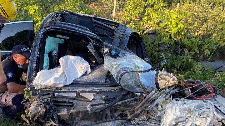 ACCIDENT TRAGIC pe traseul Chișinău-Căușeni. Un bărbat a murit, iar două femei au ajuns la spital (FOTO)