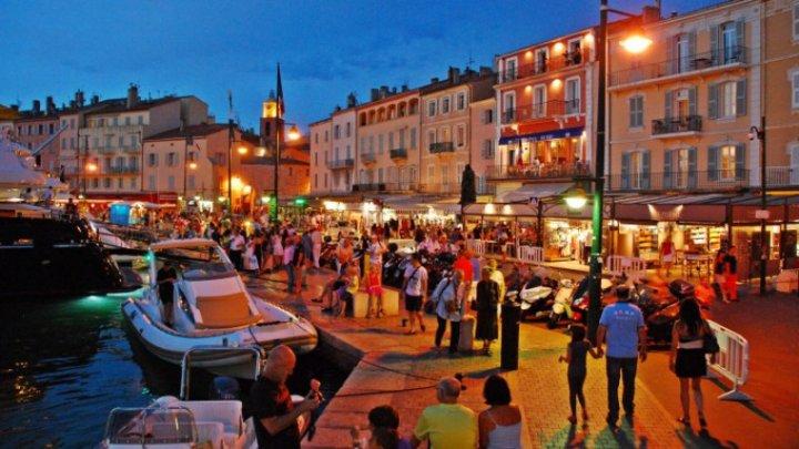 Focar de COVID-19 în Saint-Tropez. Mai multe restaurante au fost închise
