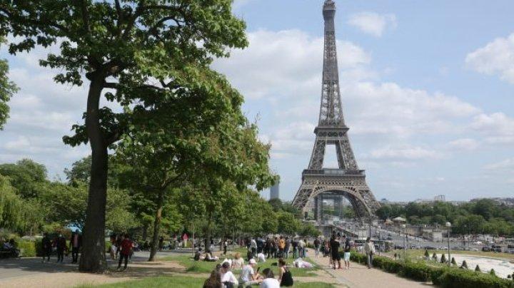 Masca de protecţie devine obligatorie în Paris