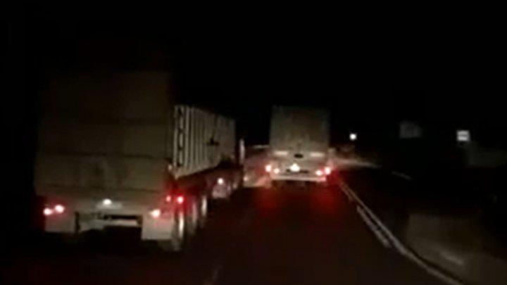 MOMENTUL impactului celor trei camioane, surprins de o cameră de bord. Imagini cu puternic impact emoţional (VIDEO)