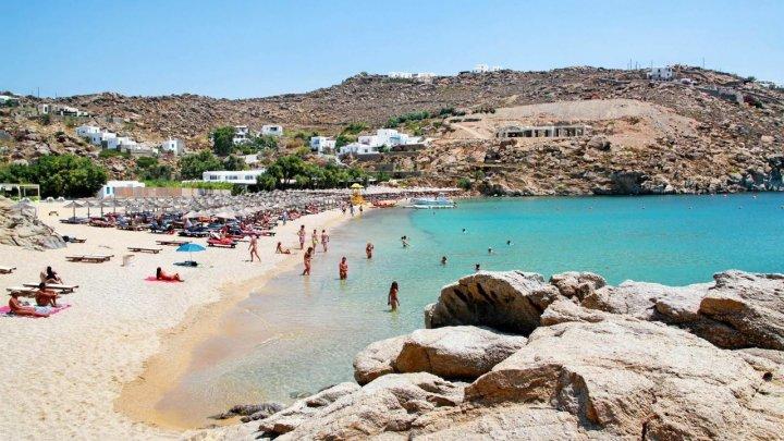 Grecia impune noi restricții în două dintre cele mai populare zone turistice, din cauza creșterii cazurilor de infectare cu coronavirus