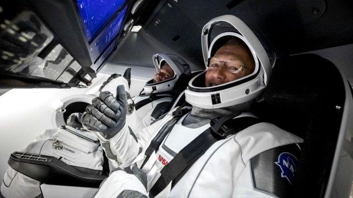 Doi astronauţi de la NASA vor reveni duminică pe Terra cu o capsulă SpaceX